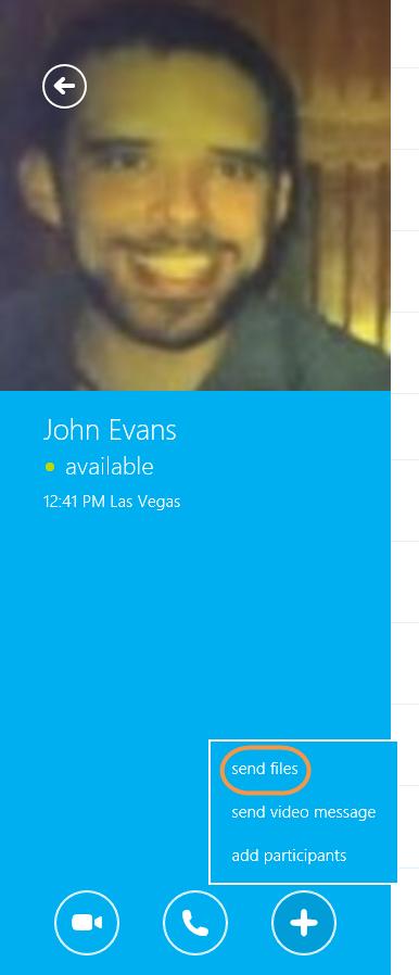 Das Symbol zum Senden von Anhängen im Chat-Fenster
